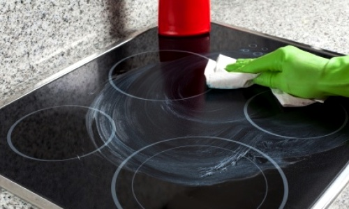 как ухаживать за плитой на кухне