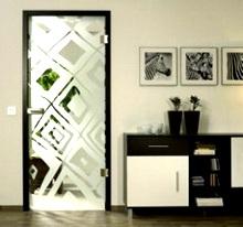 дверь из стекла в интерьере